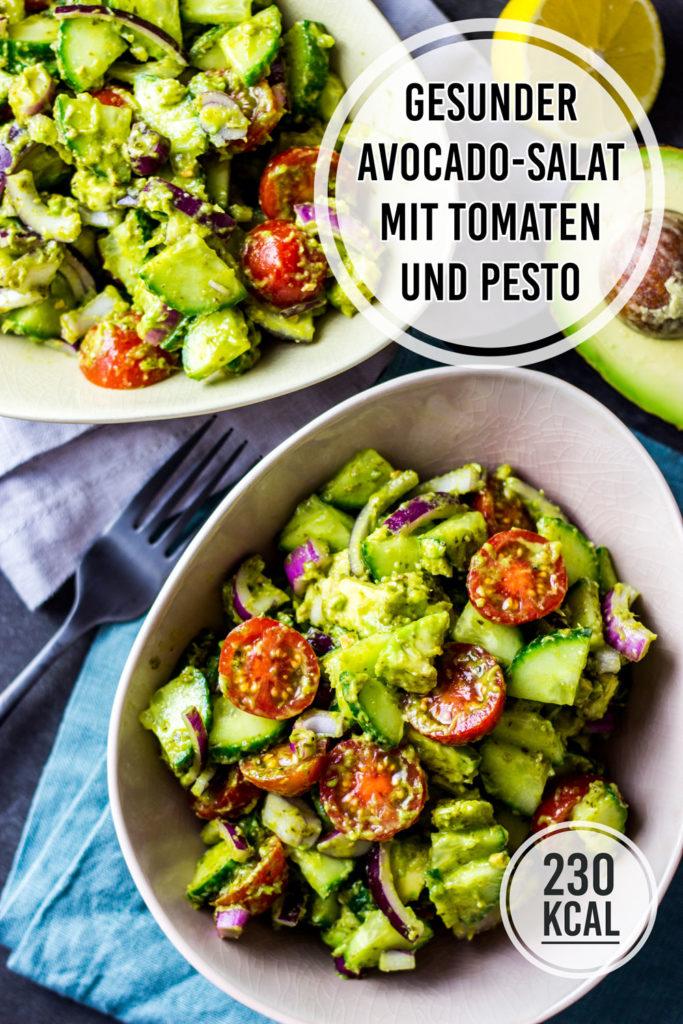 Kalorienarmer Avocado-Salat mit Tomaten und Pesto-Dressing zum Abnehmen, der richtig satt macht. Voller guter Zutaten und schnell ohne kompliziertes Dressing gemacht. Schnelle Rezepte zum Abnehmen. - kaloriengeniessen.de #avocado #salat #bowl #kalorienarm #satt #kaloriengeniessen #rezeptezumabnehmen