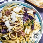 Einfache Radicchio-Pasta mit italienischem Schinken