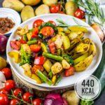 Italienische Gemüsepfanne mit Hähnchen und Rosmarinkartoffeln (gesund und super sättigend!)