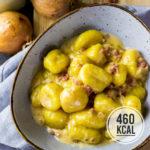 Cremige Gnocchi in Sahne-Sauce mit Speck und Zwiebeln (kalorienarm und fettreduziert)