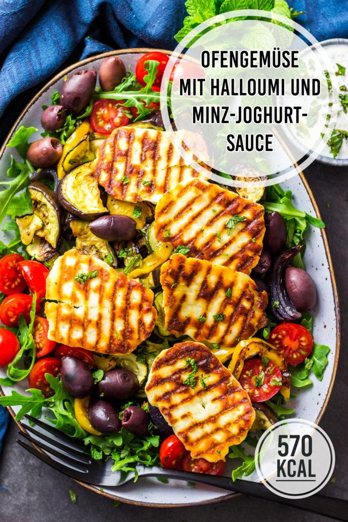 Gegrillter Halloumi mit Ofengemüse und Salat. Dazu gibt es einen frischen Knoblauch-Dip aus Joghurt mit Minze. Einfaches und gesundes Rezept mit Halloumi-Käse (Grill- und Bratkäse) zum Grillen oder für die Bratpfanne. Einfaches und kalorienarmes Rezept. Gesundes und kalorienarmes Kochen. Schnelle Rezepte zum Abnehmen. - kaloriengeniessen.de #halloumi #ofengemüse #salat #grillen #schnellundeinfach #kaloriengeniessen #rezeptezumabnehmen #minzsauce #gebackenesgemüse