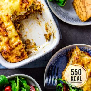 Leichte und echte Lasagne. Klassich und authentisch mit Bolognese, Bechamel und Pasta. Einfaches und schnelles Rezept. Gesundes und kalorienarmes Kochen. Schnelle Rezepte zum Abnehmen. - kaloriengeniessen.de #lasagne #bolognese #bechamel #pasta #schnellundeinfach #kaloriengeniessen #rezeptezumabnehmen #kalorienarmelasagne #gesundelasagne