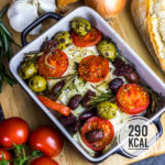 Gebackener kalorienarmer Feta mit Tomate, Oliven und Zwiebeln