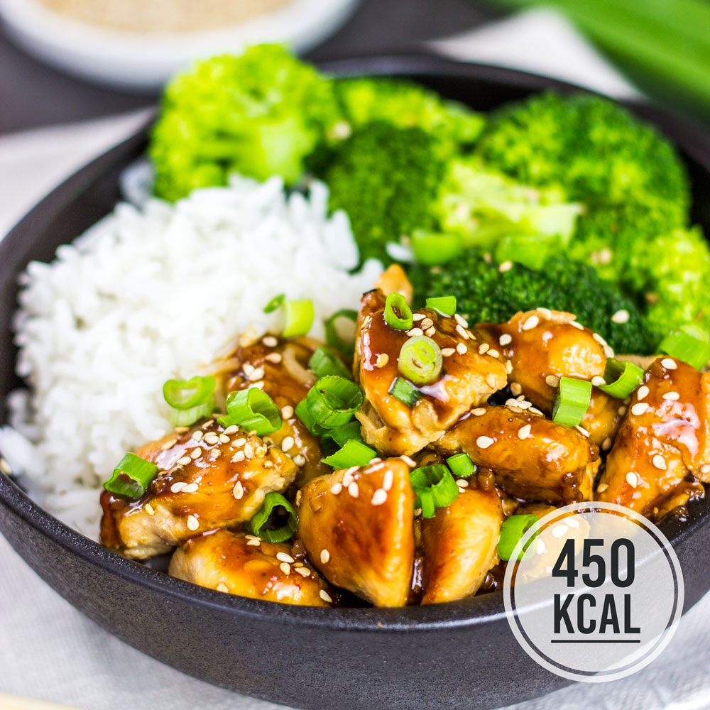 Kalorienarmes Rezept für Chicken Teriyaki - Hühnchen mit Sojasauce glasiert mit Brokkoli und Reis. Pro Portion nur 450 Kalorien. Fettarm und gesund. Gesundes und kalorienarmes Kochen. Schnelle und einfache Rezepte zum Abnehmen. - kaloriengeniessen.de #chicken #hühnchen #asiatisch #teriyaki #machtsatt #mittagessen #abendessen #eiweiss # reis #brokkoli #kalorienarm #gesund #kalorienarmerezepte #kaloriengeniessen #rezeptezumabnehmen